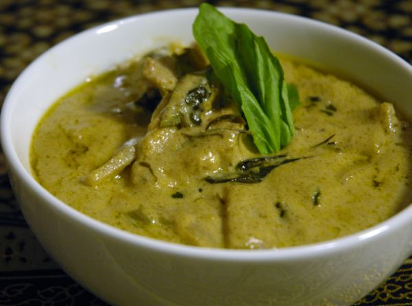 Green Chilli Chicken Curry