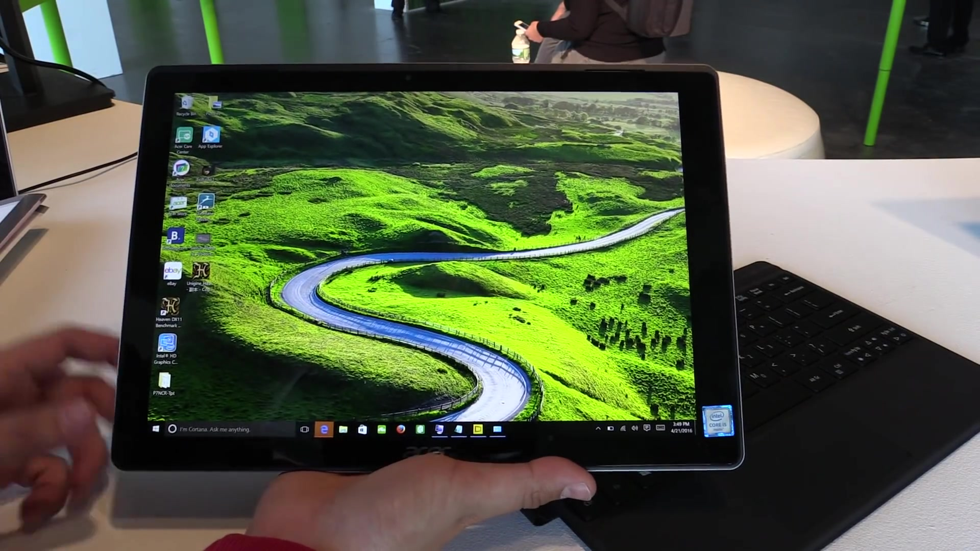 Acer Switch Alpha 12 Tablet mode