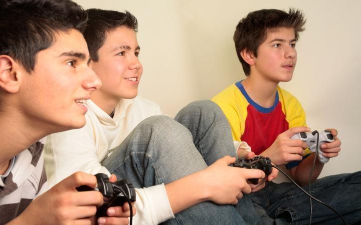 Boys prefer video games Girls prefer social media